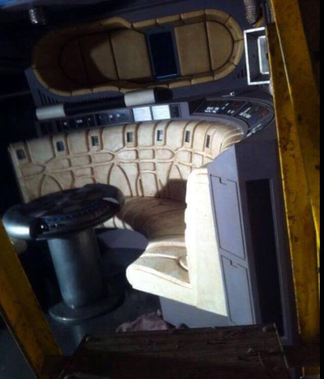 Star wars news net update3 even more photos of the for Interieur faucon millenium
