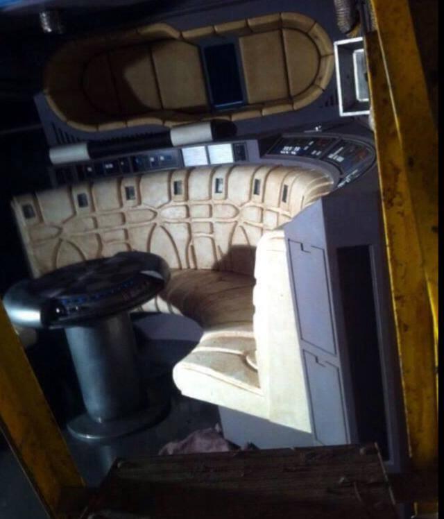 Update3 even more photos of the millennium falcon for Interieur faucon millenium