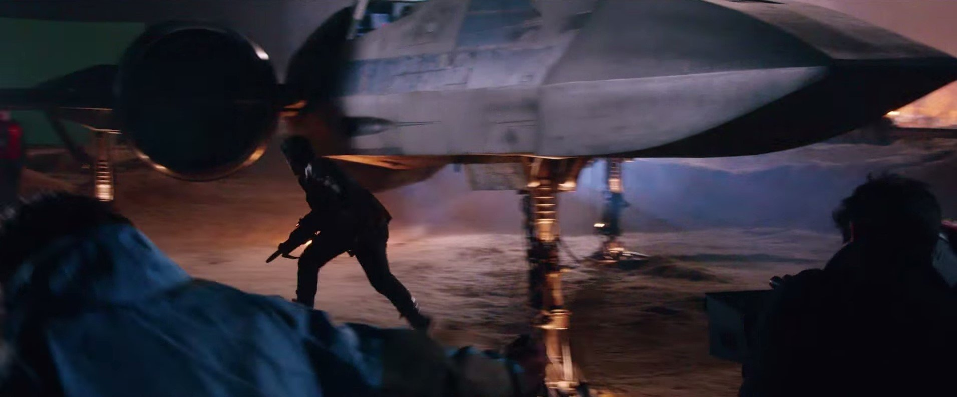24 Oscar Isaac and X-Wing
