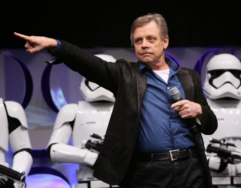 Star-Wars-Celebration-2015-Mark-Hamill-Pointing