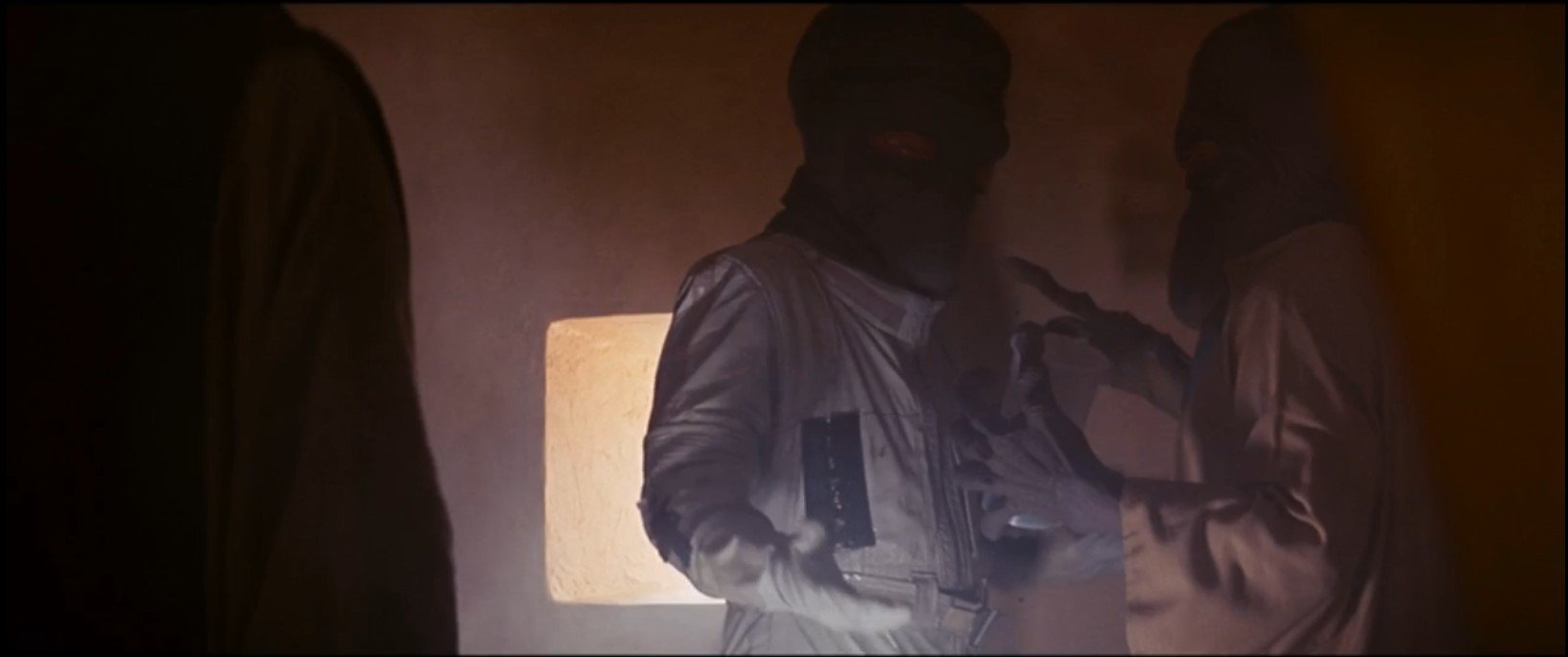 Duros aliens in Cantina, Star Wars A New Hope wearing space suit prop